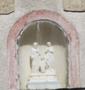 sur la façade du Monastère de la Sainte Famille, rue des Ardrillers